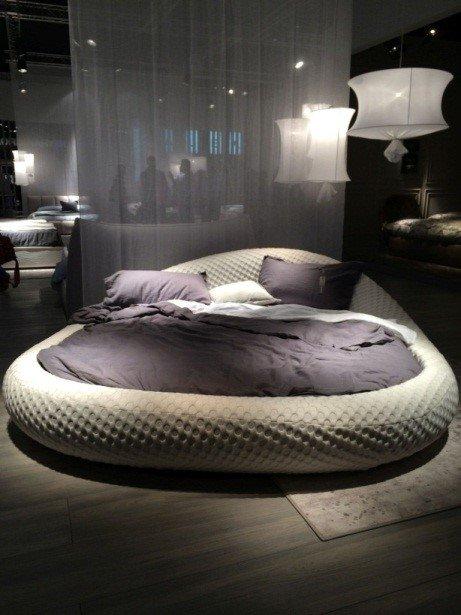 Как сделать спальню сексуальной?: [b]3. Кровать[/b]    Одна из рекомендаций по созданию сексуальной атмосферы в спальне пришла к нам из древнекитайского учения