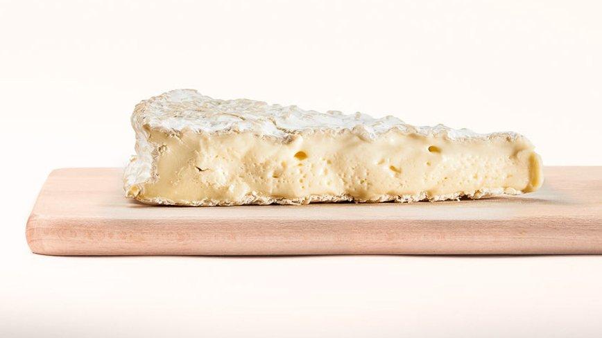 Новогодний стол без санкций: какие деликатесы заказать из Европы?: [b]Мягкий сыр Brie - Франция ($2,7/100g) [/b]    Продолжая тему сыров, невозможно не упомянуть сыр бри. Это, вне