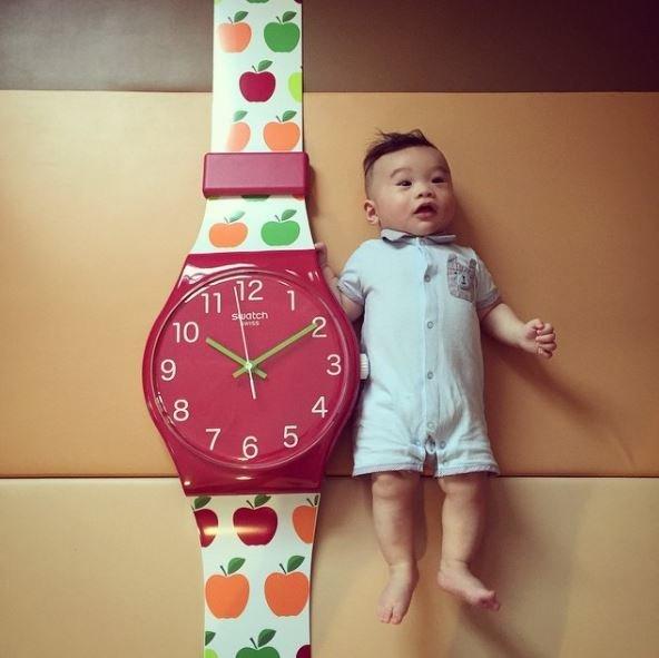 Выиграйте настоящие гигантские часы Swatch Maxi: