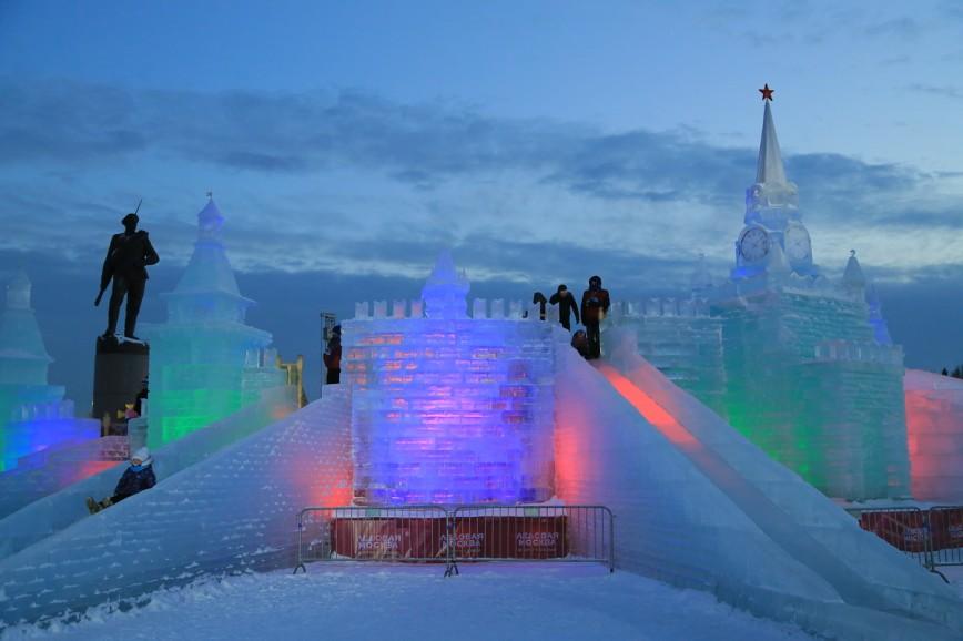 Ледовая Москва в Парке Победы продолжит работу до 29 января: Самые яркие достопримечательности регионов России объединены в авторские скульптурные композиции. Каждая из них радует не только своей красотой, но и