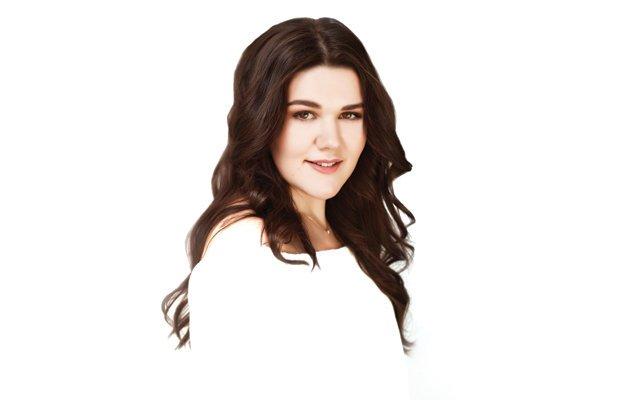 Дина Гарипова представит дебютный альбом в Москве