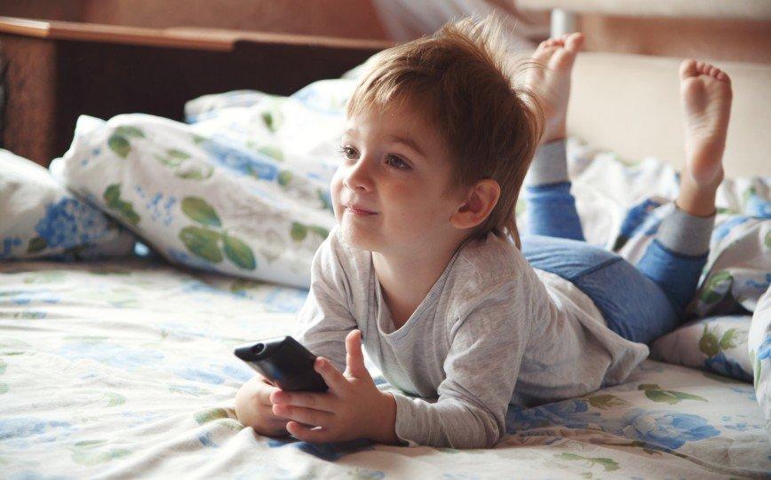 Дети больше смотрят ТВ, чем общаются с родителями