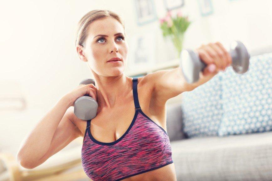 Как увеличить грудь с помощью фитнеса и пластики