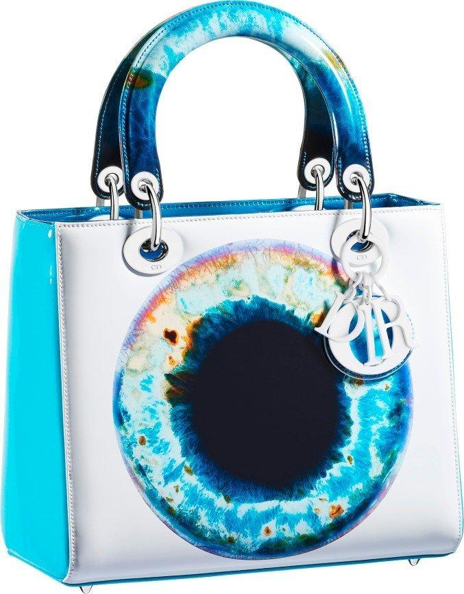 Сетчатка человеческого глаза в лимитированной коллекции сумок Dior by Mark Quinn