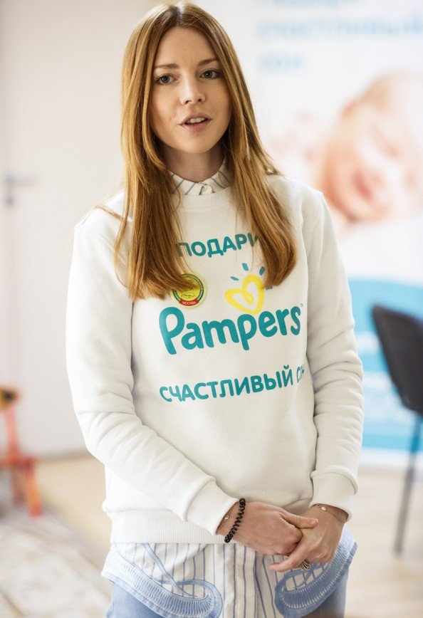 Наталья Подольская передала первую партию подгузников в Дом малютки