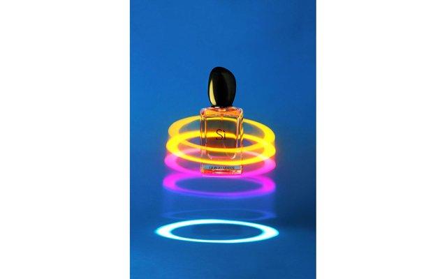 Журнал Marie Claire назвал лучшие ароматы 2014 года: «Инновационность и креатив» – [b]Si, Giorgio Armani.[/b]    Отрепетированная оригинальность, которая выстрелит в нужный момент – такова¬ риско-ванная,