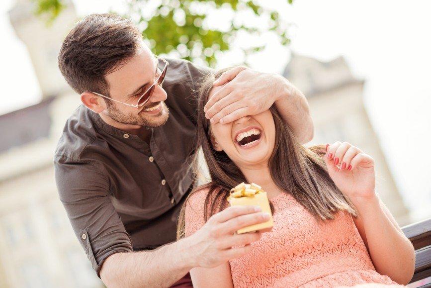 Мужчины и их подарки: 7 основных типов
