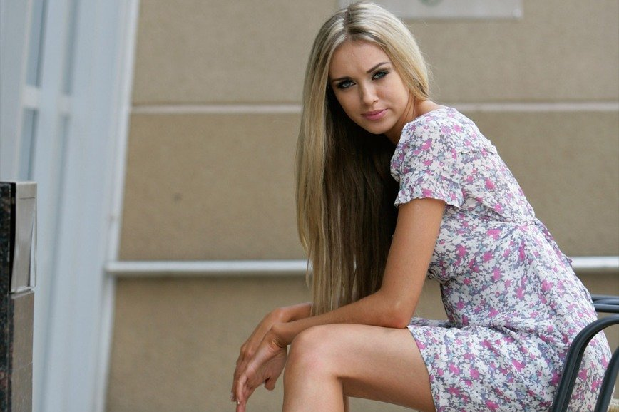 Фото девушка в прозрачном платье
