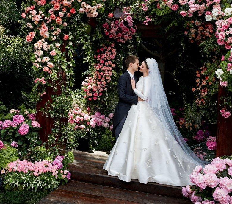 Запах нафталина: свадебное платье Миранды Керр от Dior отсылает на 60 лет назад