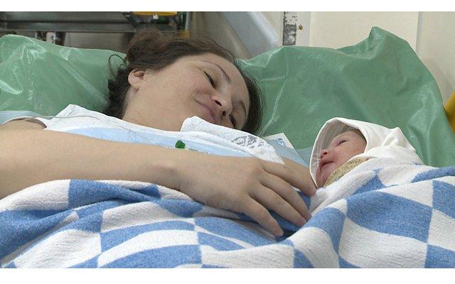 Чего только стоит видеоряд, где вы наглядно можете увидеть развитие вашего малыша в утробе.