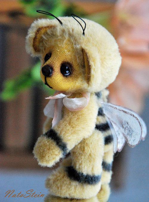 Мишка, который думает, что он пчелка :)