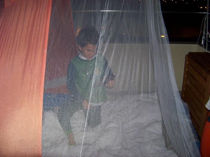 Ну это мы типа в палатке спали.... на балконе у нас кэмпинг был. А главное сетка от насекомусов!