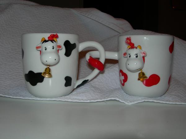 Коровы (для Минутки). Корова - традиционный сувенир из Швейцарии.