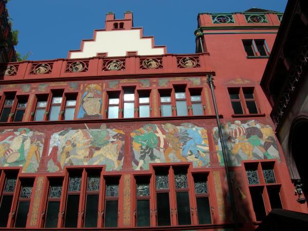 Базельская ратуша. Пожалуй, красивейшее здание, попавшееся мне на глаза в Швейцарии.