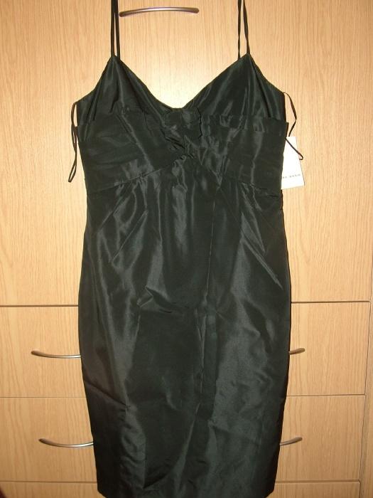 Платье,очень красиво сидит. Написано М,думаю ближе к S. Зара 800р Новое