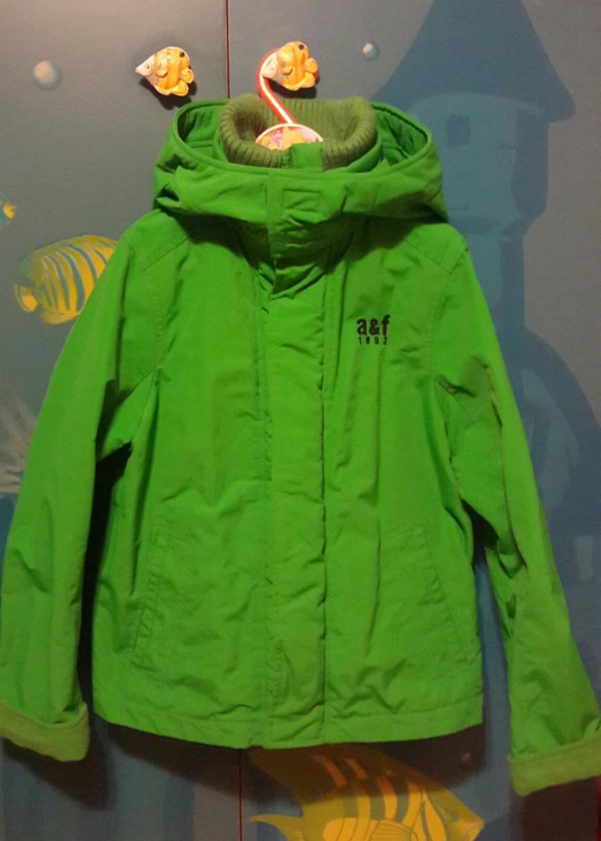 Продам куртку Abercrombie & Fitch, р-р M(10-12 лет). Подклад флис. Б/у 1 сезон. Состояние идеальное. Цена 2 000 руб.