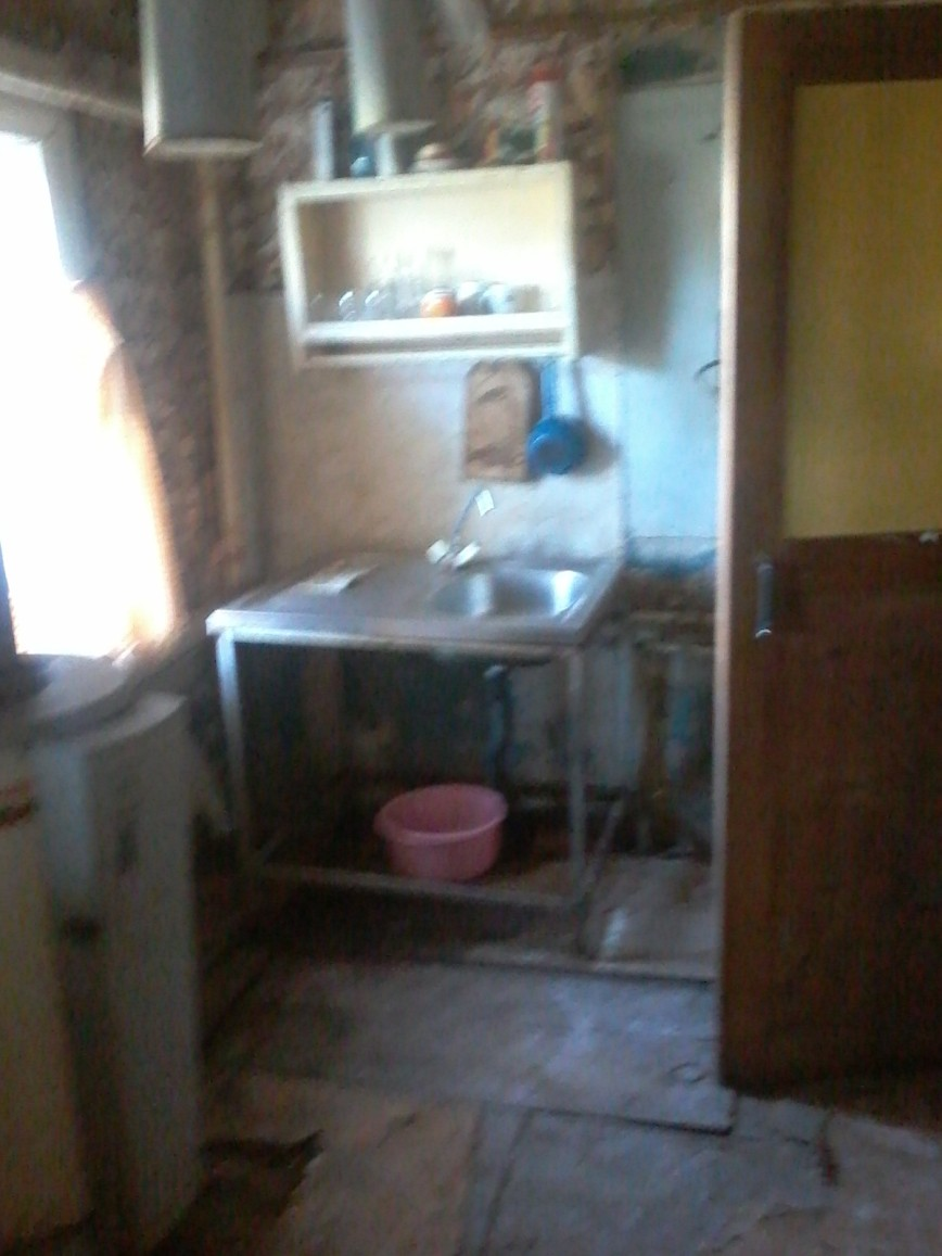 Кухня и вход в ванную комнату.