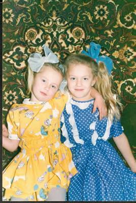 Я и Дашка в детстве. И все-таки здорово иметь сестру...