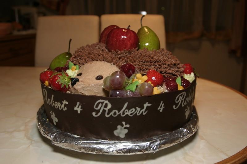 Торт с фруктами наверху