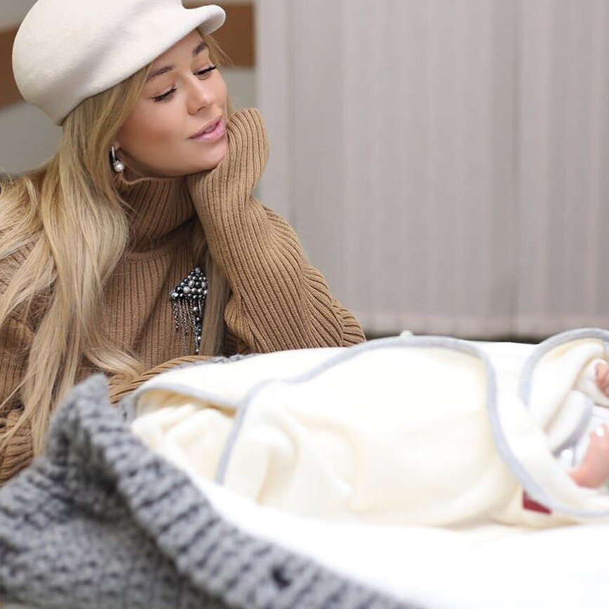 Ксения Безуглова показала новорожденного сына