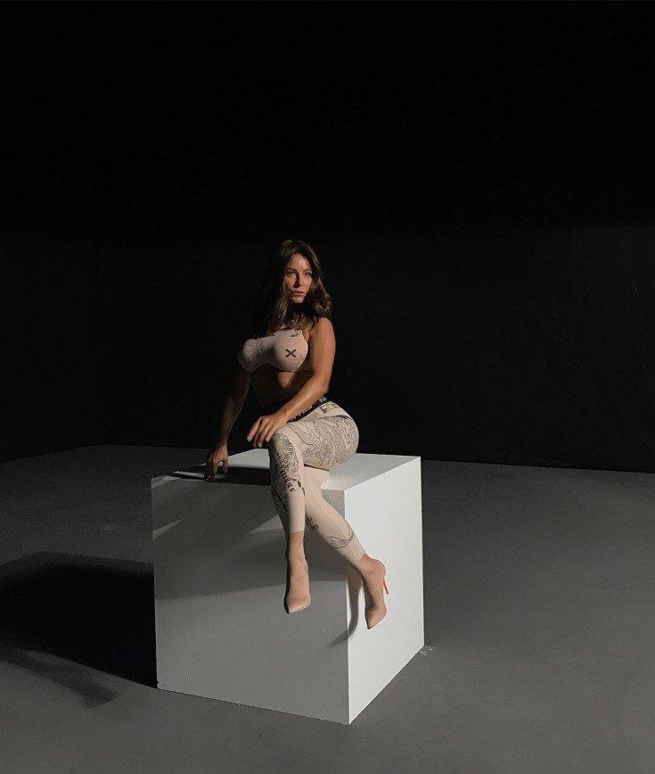 «Что с грудью?»: Образ Ани Лорак со съемок клипа назвали пошлым