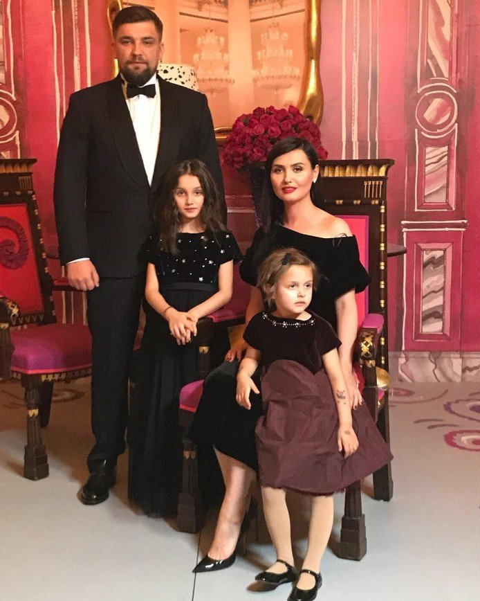 баста и его семья фото луки подходят