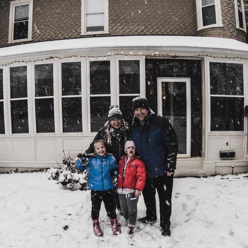 Британская пара продала имущество и отправилась путешествовать со своими детьми