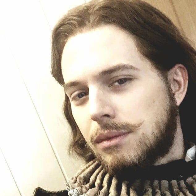 «Красавец в деда»: интернет-пользователи восхищены внуком Андрея Миронова