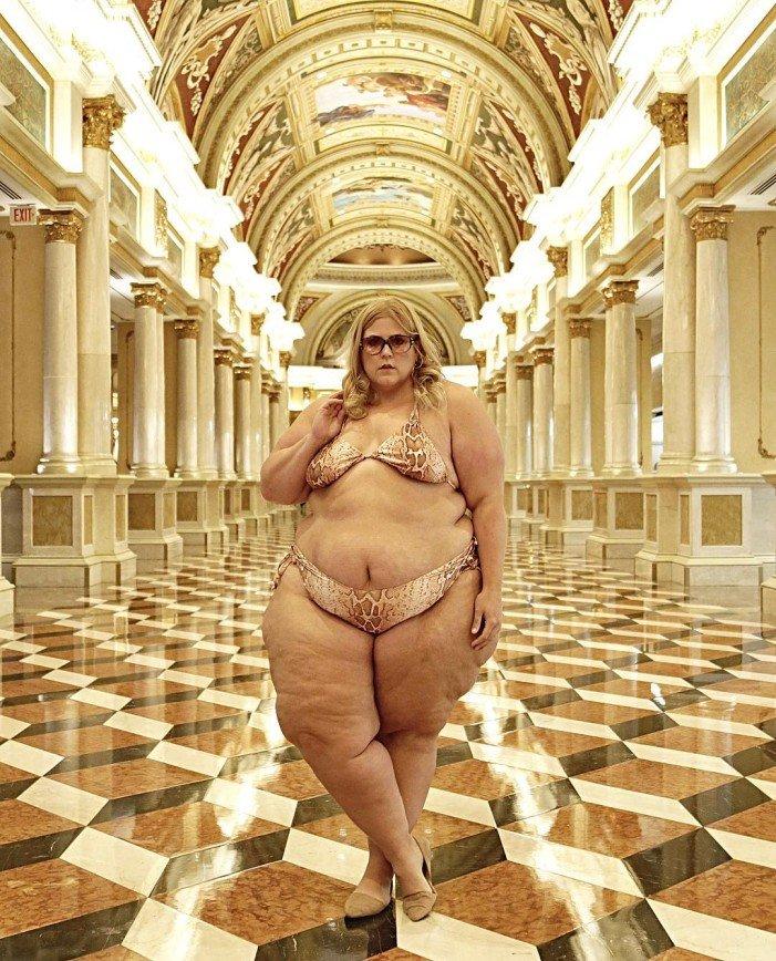 Пышнотелой американке запретили фотографироваться в купальнике в отеле Лас-Вегаса