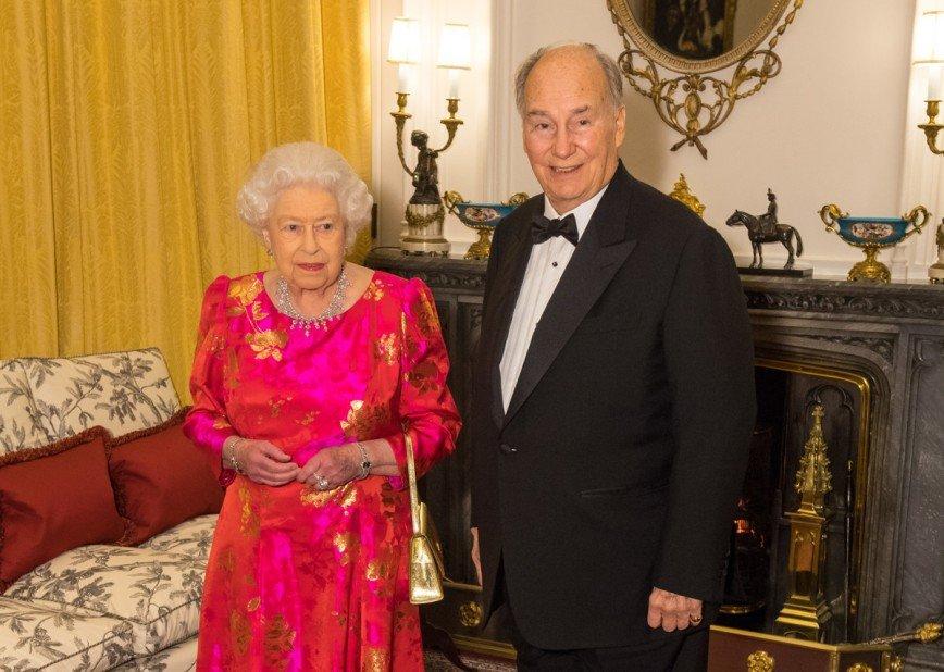 «Потрясающая в любом возрасте»: 91-летняя Елизавета II блеснула на приеме в Виндзорском дворце
