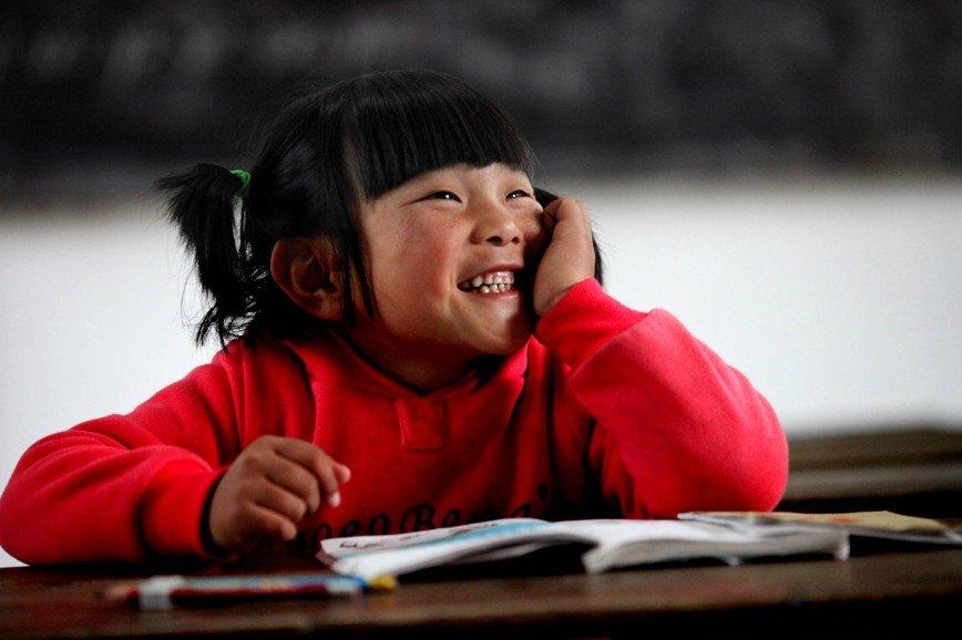 Китайским школьникам приходится учиться в холодную погоду на улице