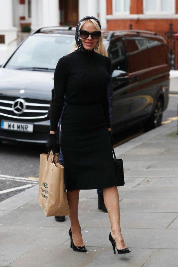 Памела Андерсон навестила Джулиана Ассанжа в посольстве Эквадора в Лондоне