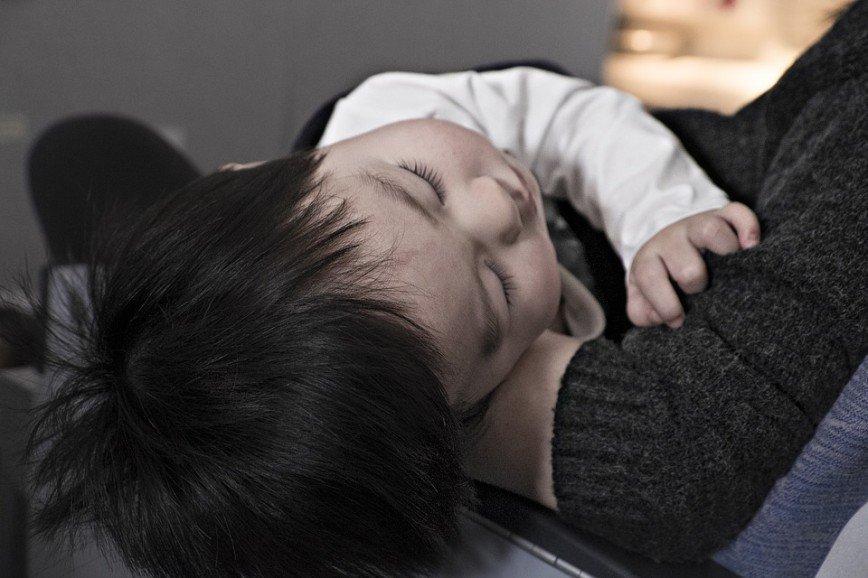 «Она хочет вас обнять»: канадский врач изобрел забавную подушку для путешествий