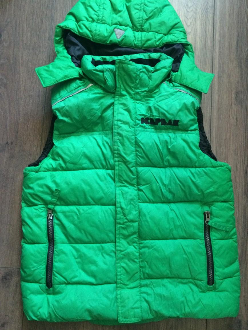 Продаю жилетку на мальчика 9-10 лет (140 размер). Очень красивого зеленого цвета. Идеально на прохладную весну и осень. Производитель: Icepeak(Финляндия). В отличном состоянии. Цена-1000р.