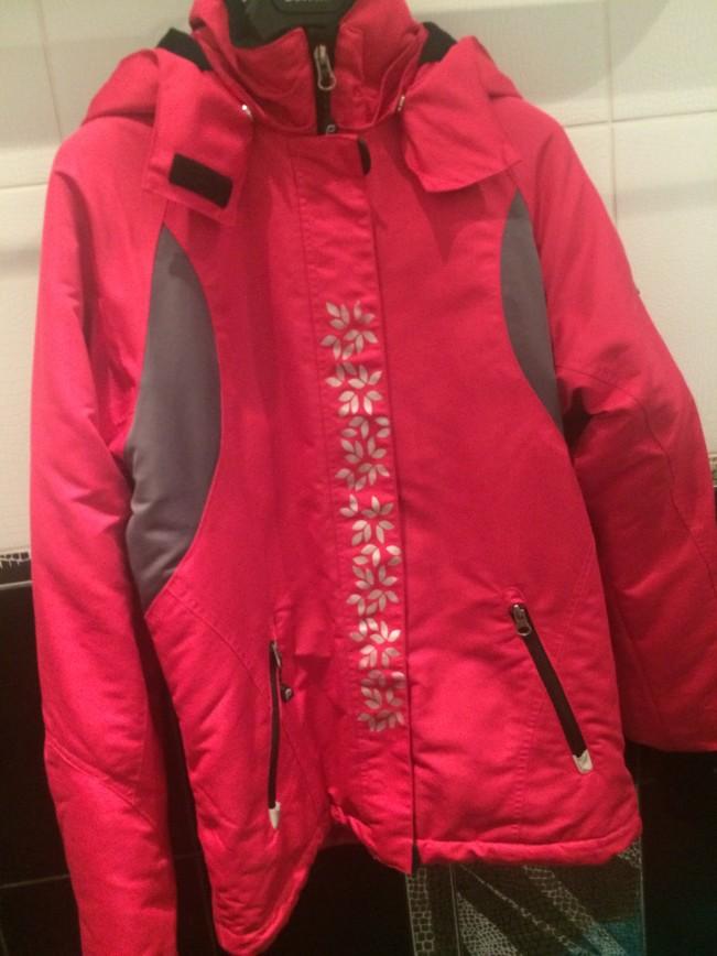 Куртка фирмы Progress by Reima д/д 164 Подойдет на девочку-подростка или миниатюрную маму. Одели 2 раза буквально. В идеальном состоянии. Внутри защита от снега на кнопках. Капюшон отстегивается. Подходит для лыжников. Цена-3000руб.