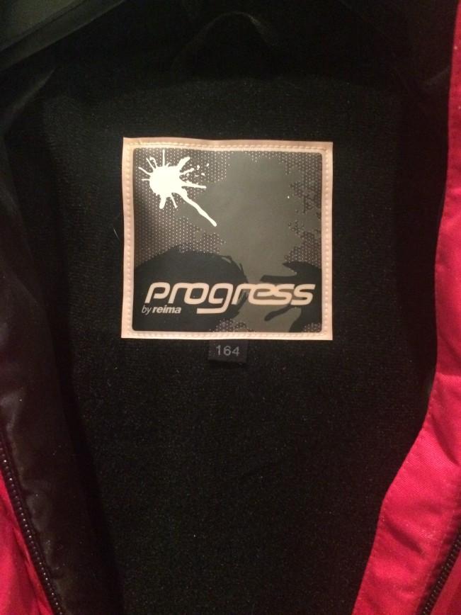 Специально для детей постарше Reima выпустила еще одну линию одежды - Progress be Reima. Вещи под этой торговой маркой изготавливаются из специальной ткани Reimatec, отличающейся водонепроницаемостью, отличными ветрозащитными свойствами и «дышащей» структурой. Мягкий трикотаж Bemberg, используемый в качестве подкладки, не ограничивает свободу движений. Модели одежды Progress оснащены дополнительными деталями для лучшей защиты от снега и воды: эластичные внутренние манжеты на рукавах и брючинах, проклеенные швы, защитная снеговая «юбка» внутри куртки. Также эту одежду отличает большое количество оригинальных светоотражающих деталей и удобные отделения для горнолыжных очков и билета на подъемник.