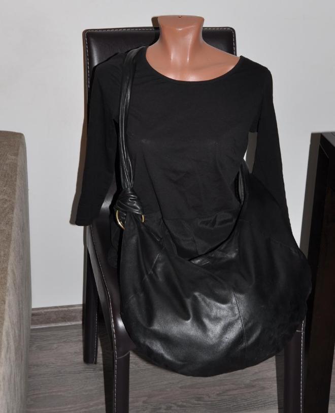 Сумка Sequia франция, стоила в рандеву 15000р, кожа перчаточная, очень нежная и легкая сумка, ремень на любую длину. 3000р. Внешне нет дефектов, внутри возле магнита есть разрыв, аккуратно заделан жидкой кожей. 3000р.