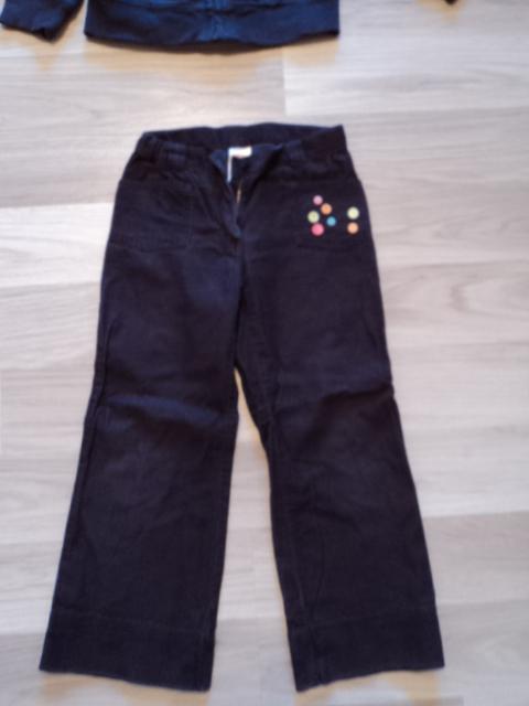 Тоненькие брючки Gymboree р.4 - 250 руб (на рост 104см) на кармане - пуговички Замеры: пояс 26см (внутри утяжки) внешний шов 62см, внутренний 45см
