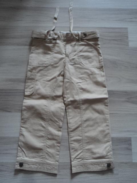 Новые брюки Carter's р 4 летние,  100% х/б, Цена 400 руб В поясе есть регулируемая резинка + сверху поясок. Впереди карманы, сзади накладные кармашки. Сбоку на правой штанине кармашек. Внизу шнанин на пуговице. Замеры: пояс 28 см, внешний шов 58см, внутренний 42см