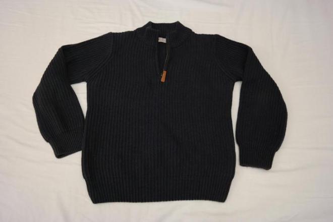 Трикотажный свитер Marks & Spencer на мальчика темно-синего цвета. На 7 лет. Цена 200 руб.