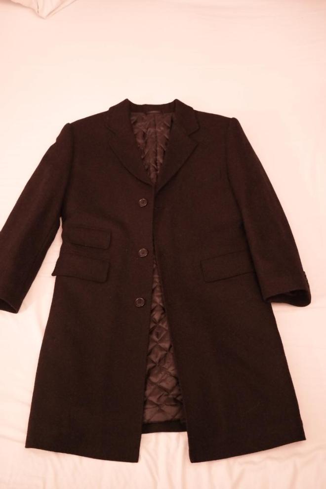 Черное 100% шерстяное пальто на худого высокого мальчика на 10-12 лет. Элегантное и стильное. В отличном состоянии. Цена 1000 руб.