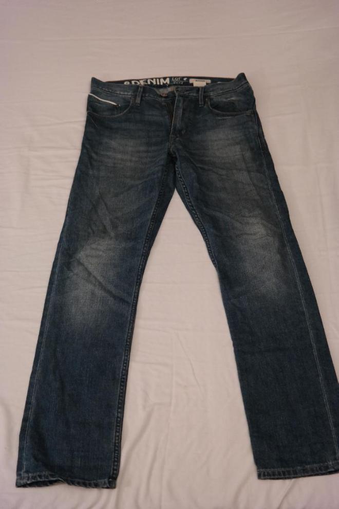 Стильные брюки на мальчика. Рост 164 см. Целые в хорошем состоянии. Цена 300 руб.