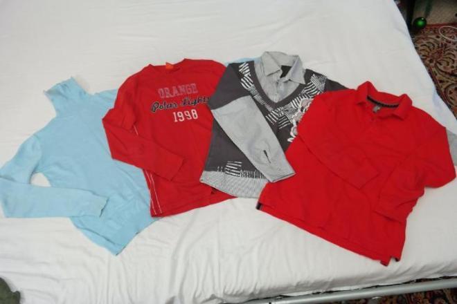 Водолазка, футболки с длинным рукавом и рубашка на мальчика 7-9 лет. В отличном состоянии. Цена 200 рублей за каждую или 700 рублей за все.