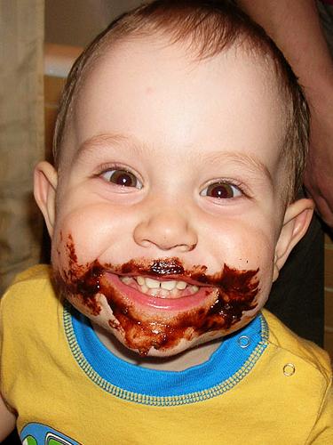 Смешная картинка мальчика с лиуом в шоколабе и губами