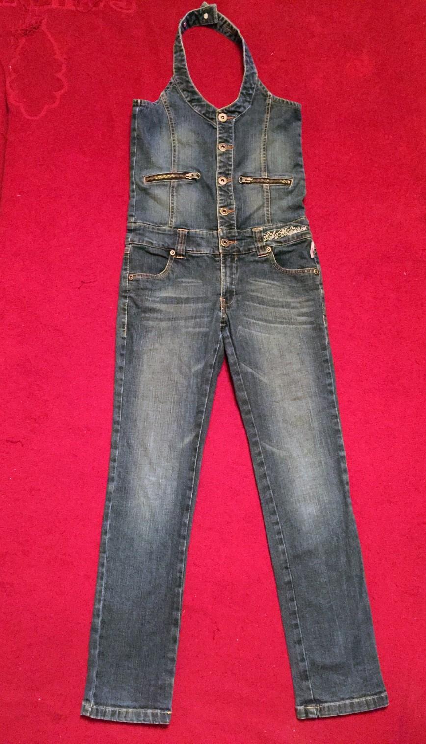 комбез джинсовый lab indastries марк 146, шаговый шов 68см в идеале 1000р, реально не носила дочка, не ее это оказалось. Цвет ближе к реальному на этом фото.