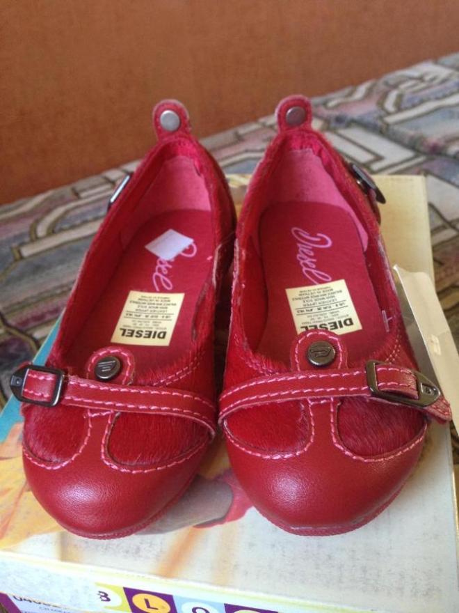 НОВЫЕ туфли DIESEL, привезены из Америки, кожа/мех пони внутри атлас, 26рр 16см по стельке, очень стильные и красивые, продаю дешево, т.к. купила на распродаже- 2500р