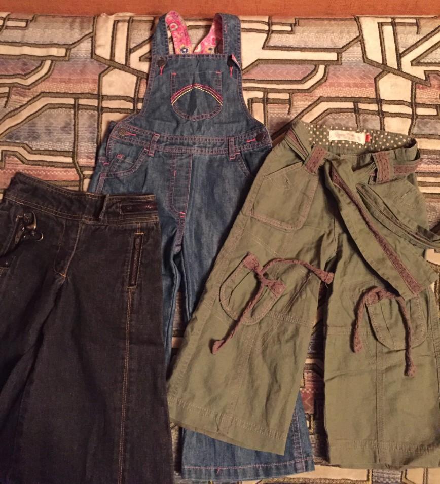 Комбез джинсовый мазекеа, брюки хлопок лен fox, юбка- брюки джинсовые Okaïdi, есть утяжка. Все в идеале. Есть много одежды для девочек, разгружаю шкафы, если надо что- то конкретное- пишите, вышлю фото! Рр98 900р