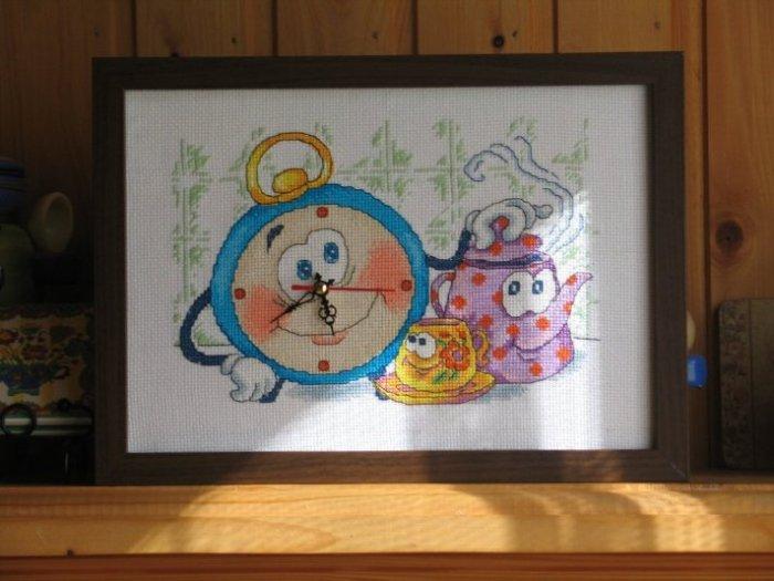 Декор предметов 8 марта день матери день рождения новый год вышивка декупаж часы с вышитым циферблатом канва нитки салфетки.
