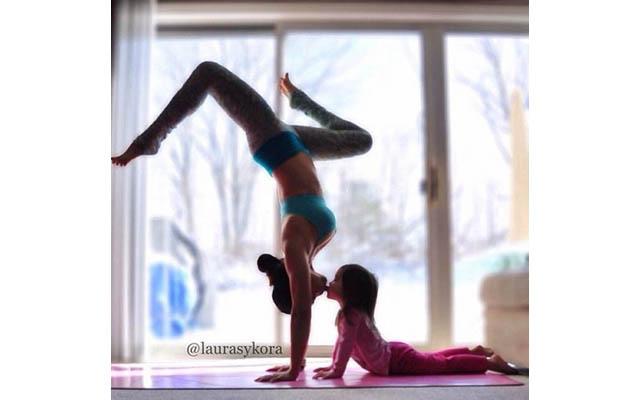 Instagram недели: Занятия йогой мамы и дочки покорили мир