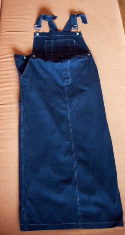 Сарафан синий джинсовый длинный, очень качественный, Noppies, маркировка s/м, но все же это М, раз я влезала:) Регулируется резинкой и пуговками по бокам, 500р.